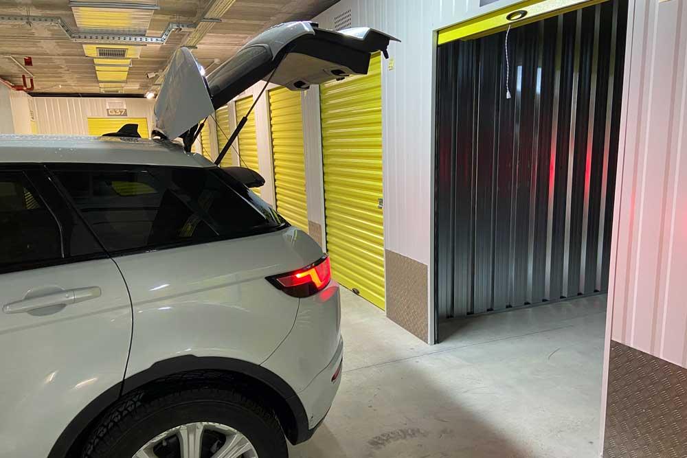 trasteros profesionales en Madrid, acceso con el coche